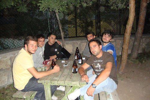 bira-icen-erkekler