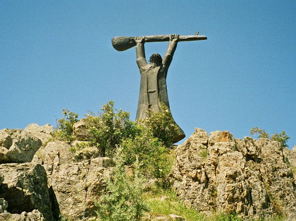 pir-sultan-abdal-heykeli