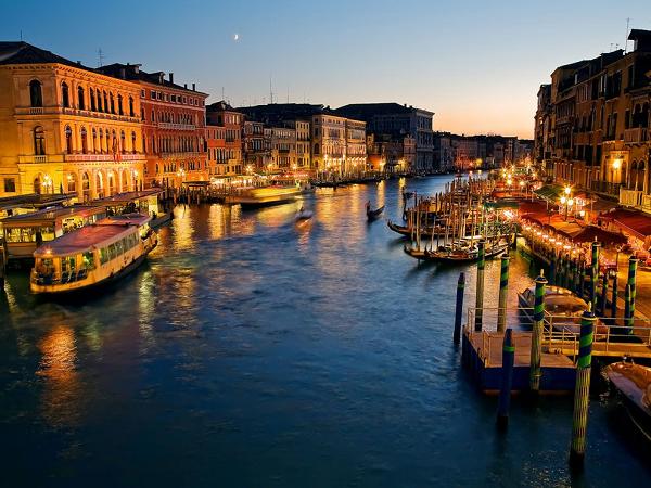 BUYUK-KANAL-VENEDIK-ITALYA