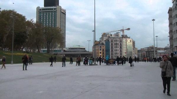 beton-kapli-taksim-meydani