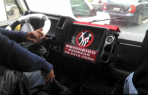 prohibido-perrear-en-esta-zona-perreo-chacalonero-reggaeton-combi-coaster-custer-micro-bus