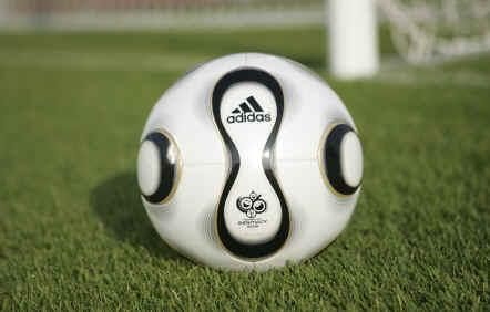 Teamgeist_World_Cup_Ball_06D