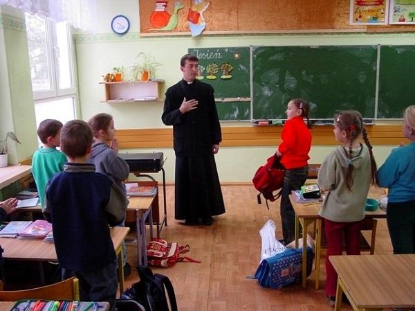 rahiplerin derse girmesi