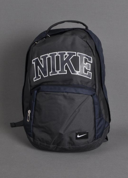 bb6d18df50660 Liseye yeni başlayan öğrencinin okulda hava atma kaynağı olan marka sırt  çantası