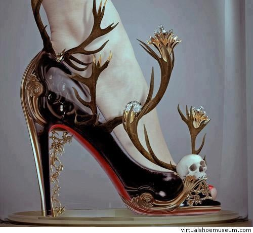 satanist-tipli-ilginc-ayakkabi