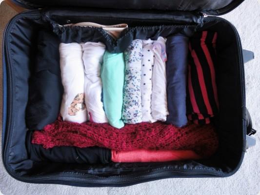 valizdeki-esyalari-rulo-yapmak
