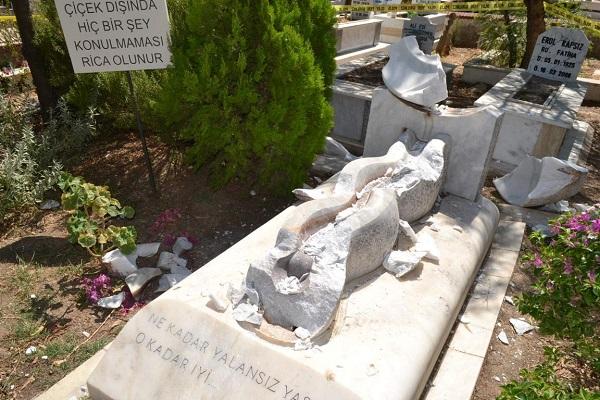 can-yucel-tahrip-edilmis-mezar