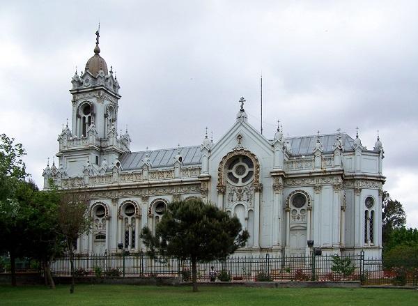 demirden-yapilmis-bulgar-kilisesi