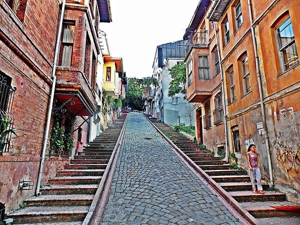eski-evler-merdivenler-arnavut-kaldirimi