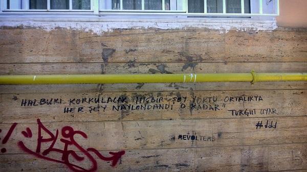 turgut-uyar-duvar-yazisi-siir-sokakta