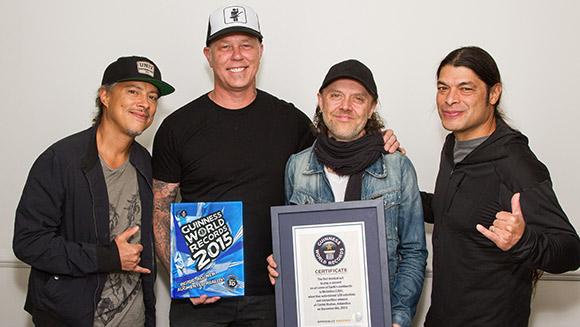 Metallica-tum-kitalarda-konser