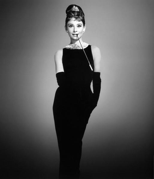audrey-hepburn-siyah-elbise