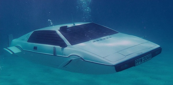 james-bond-lotus-submarine