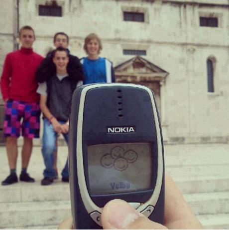 nokia-3310-funny-family-smiley