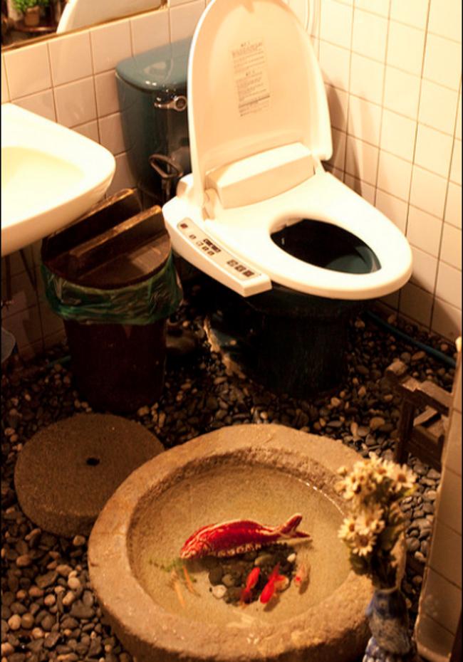 akvaryumlu-tuvalet