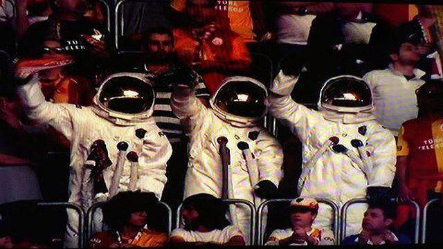 astronot-gs-taraftari-cadilar-bayrami