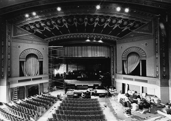 bos-tiyatro-salonu