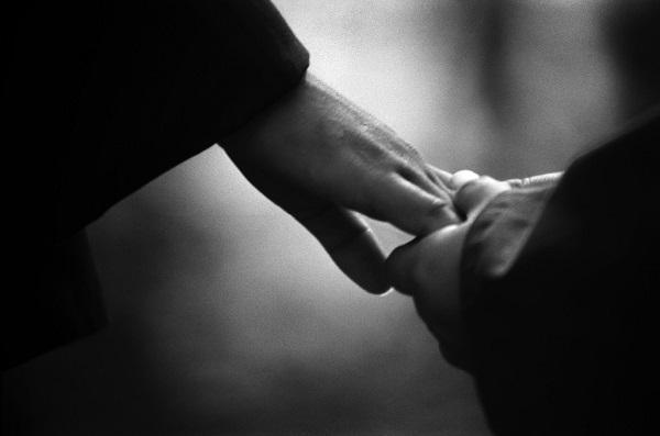 elini-tutmak