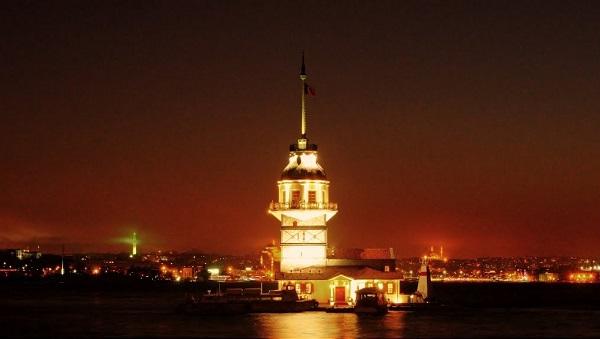 kiz-kulesi-kirmizi-isikli