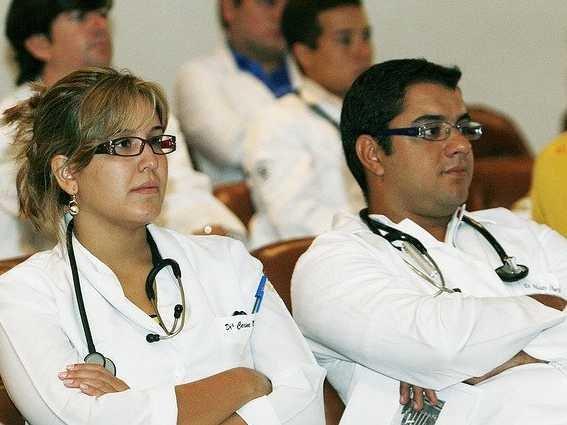 kollari-bagli-doktorlar