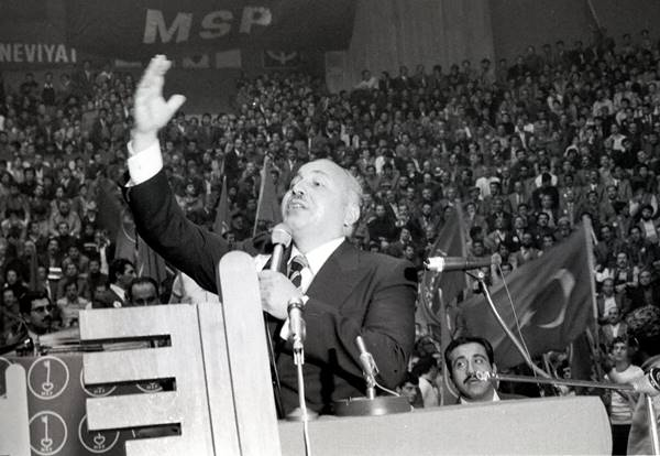mucit-ve-muhafazakar-necmettin-erbakan-(1926-2011)-listelist (1)