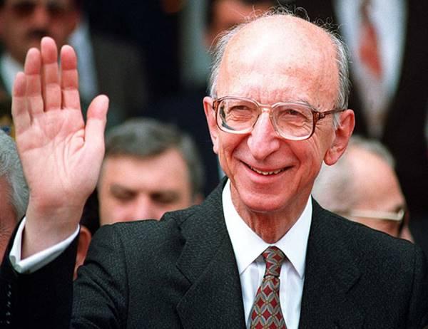 nukteden-bir-bilim-insani-erdal-inonu-(1926-2007)-listelist (2)
