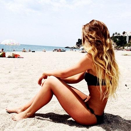 plajda-bikinili-kiz