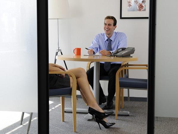 seksi-ofis-calisan-kadin-bacak