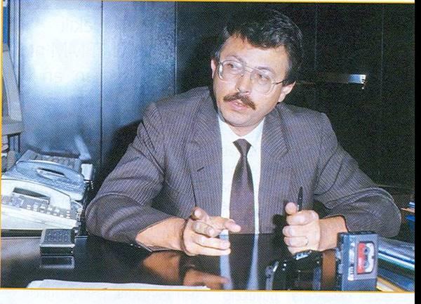 siyasetin-tartismasiz-ustun-zekasi-adnan-kahveci-(1949-1993)-listelist (1)