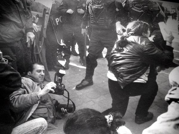 ahmet-sik-fotograf-cekiyor-siyah-beyaz