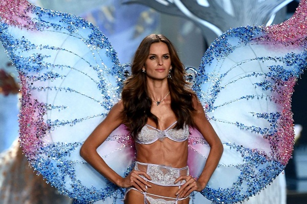 heres-a-closer-look-at-brazilian-model-izabel-goularts-wings