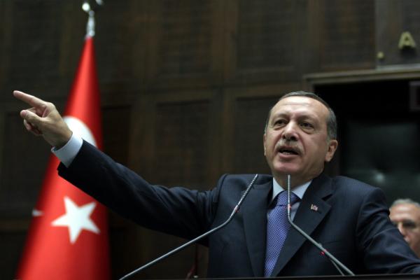 recep-tayip-erdogan-bayrak-el