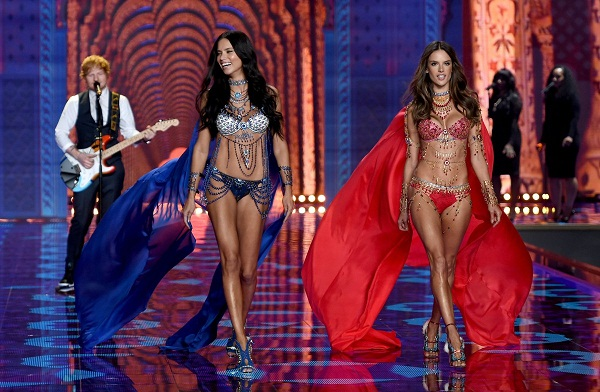 veterans-adriana-lima-and-alessandra-ambrosio-wore-the-jewel-encrusted-fantasy-bras-this-year