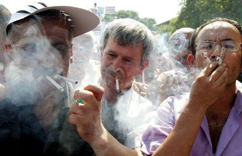 sigara-icen-adam
