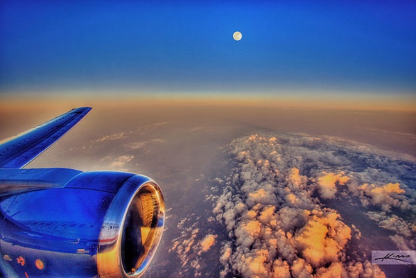 the-moon-from-an-airplane-04