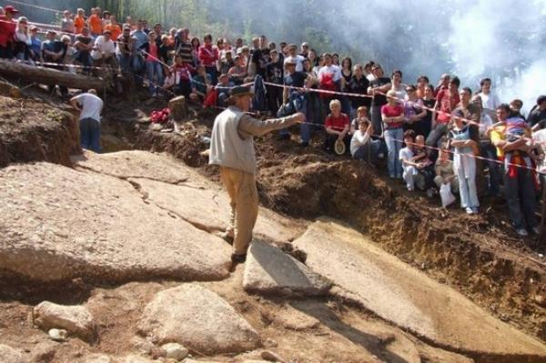 bosna piramitleri turist