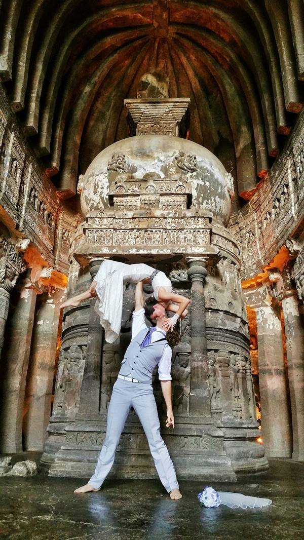 weddingcouple-wedding-around-the-world-travel-cheetah-rhiann-9