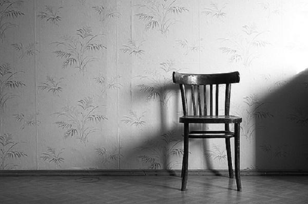 sandalye yalniz