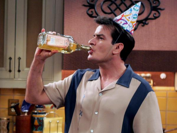 charlie harper alkol
