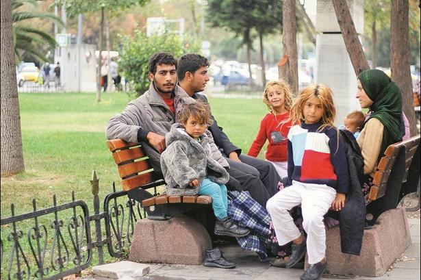 suriyeliler-istanbul-parkta
