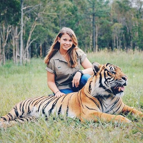 16-year-old-bindi-irwin-crocodile-hunter-fathers-legacy-australia-zoo-4