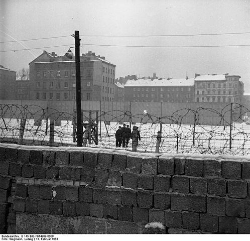 berlin-duvari-1961-yilinda-dogu-almanya-da-bulunanlarin-bati-berline-kacmalarini-onlemek-amaciyla-oruldu-listelist