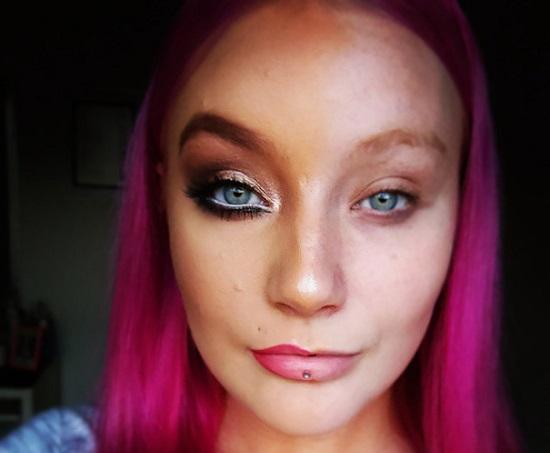 power-of-makeup-selfies-half-face-trend-13__605