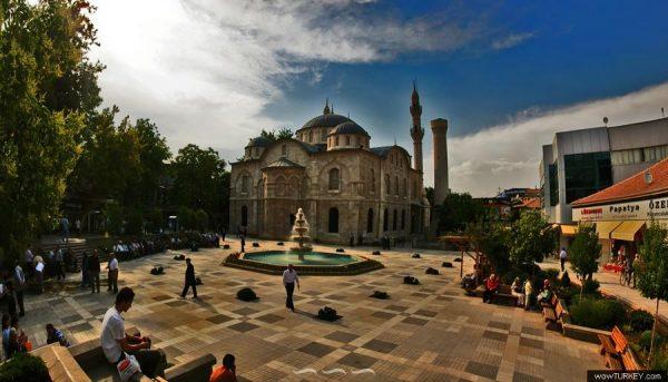 500-yillik-maziye-sahip-camileri-listelist