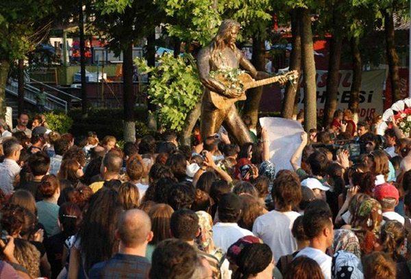 amasrada-uc-kez-baris-akarsu-kultur-ve-sanat-festivali-duzenlendi-listelist