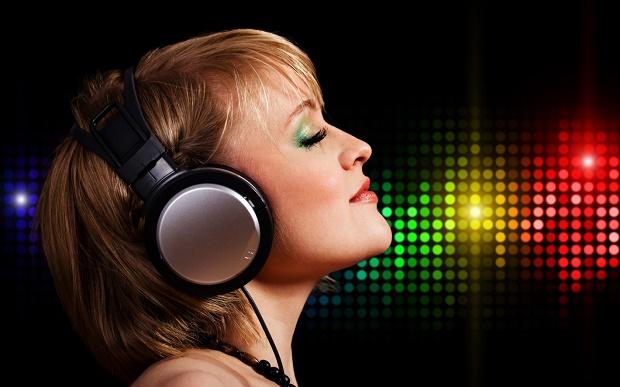 elektronik-muzik-sevgisi-kulaklik