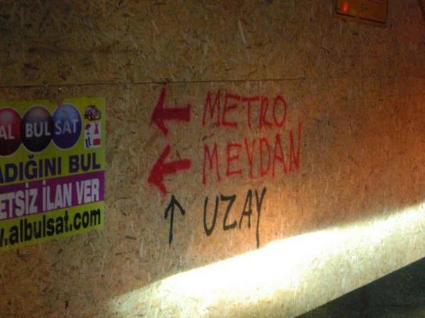 metro-uzay-duvar-yazisi