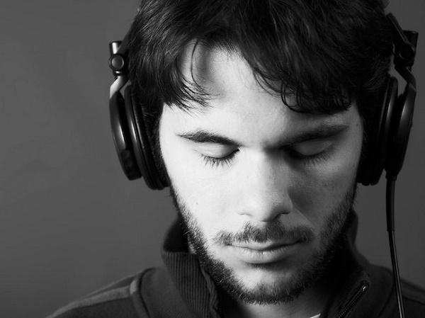 muzik-dinlemek-kulaklik