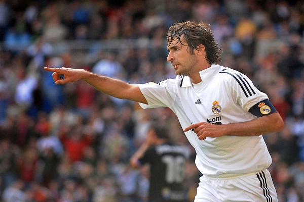 MADRID, SPAIN - APRIL 12: Raul Gonzalez of Real Madrid celebrates after scoring Real's first goal during the La Liga match between Real Madrid and Valladolid at the Santiago Bernabeu stadium on April 12, 2009 in Madrid, Spain.  (Photo by Denis Doyle/Getty Images)