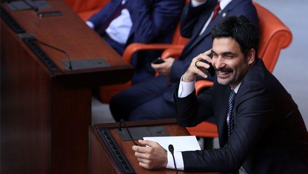 telefon-guluyor-milletvekili